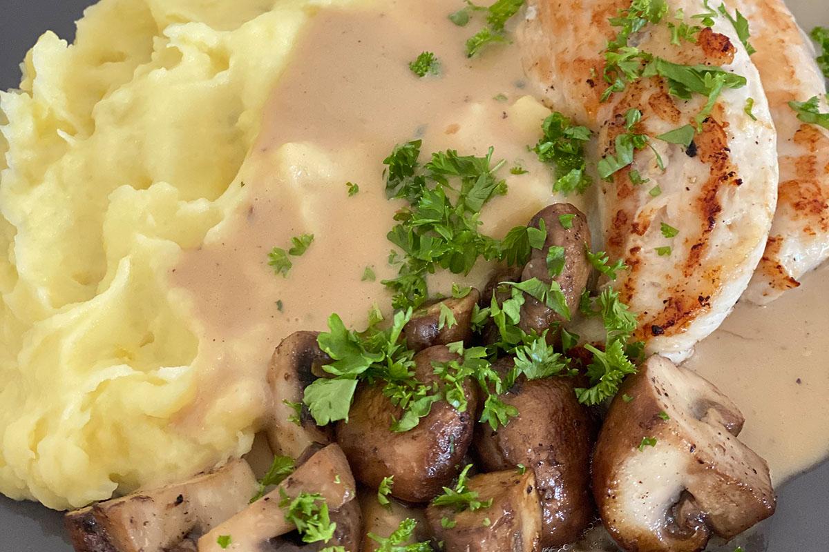 Hähnchenbrustfilet mit Champignons in Rahmsauce