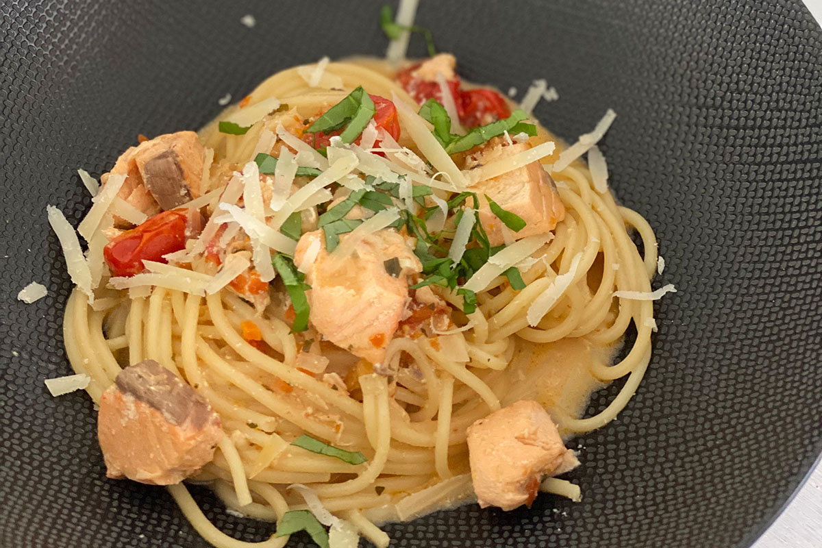 One Pot Pasta mit Lachs
