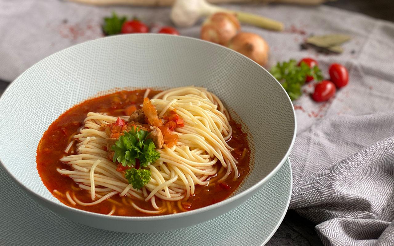 Lagman mit Spaghetti