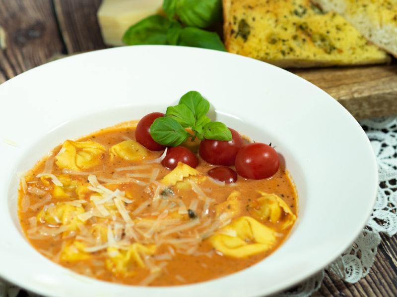 Tortellini Tomatensuppe